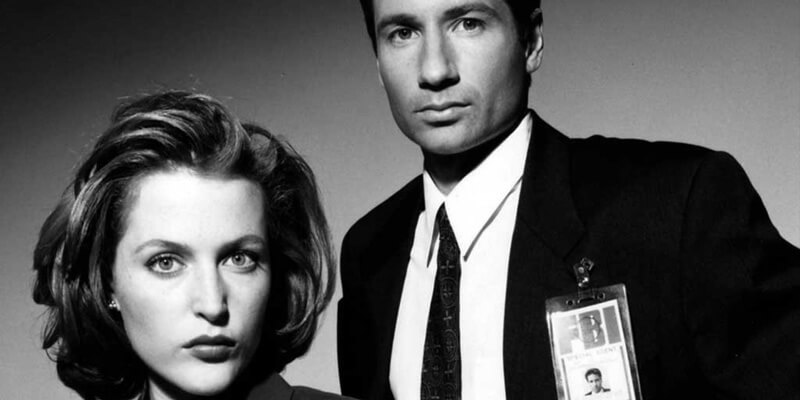 mulder-and-scully-b&w